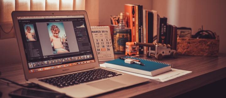 Práce z domu může vést až k vyhoření. Umíte si efektivně zorganizovat home office?
